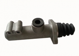 1361136 08519 SC truck clutch master cylinder replacement